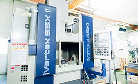 液状シリコーン成形の自動化を実現する、金型設計力と高精度な加工技術!